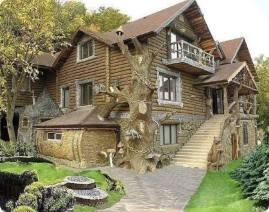 Un a casa tra gli alberi e con gli alberi... Non credete sia spettacolare? L'architettura incontra la natura in Ucraina.